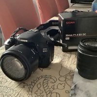 Canon kamera 600D + Canon zoom lens 18 - 55 mm . Sigma 30 mm F1.4 EX D.C. som extra lens