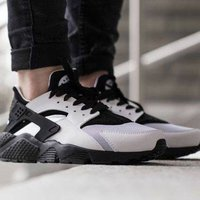 Nike wmns air huarache white/black storlek 36,5