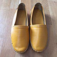 New leather flat shoes
