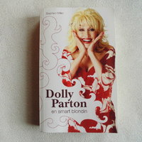 Dolly Parton-En Smart Blondin. Pocketbok/2007.