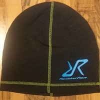NY REVOLUTION RACE BEANIE.   SVART.SLIM FIT.  UNISEX