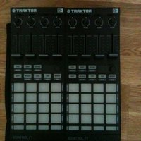 Native Instruments F1