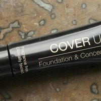 Isadora cover up foundation and concealer.   Nr: sextio är det, light cover.