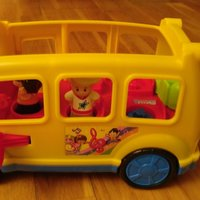 FISHER-PRICE skolbuss med figurer.