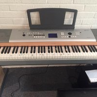 Yamaha piano/ keyborad + pianostol