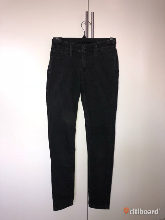 Svarta Levis jeans