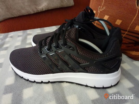 Adidas sneakers.. 43-44 Fagersta