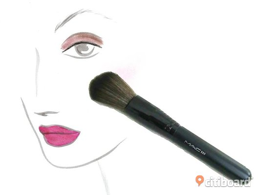 NY MAC STOR BORSTE ROUGE PUDER BRUSH
