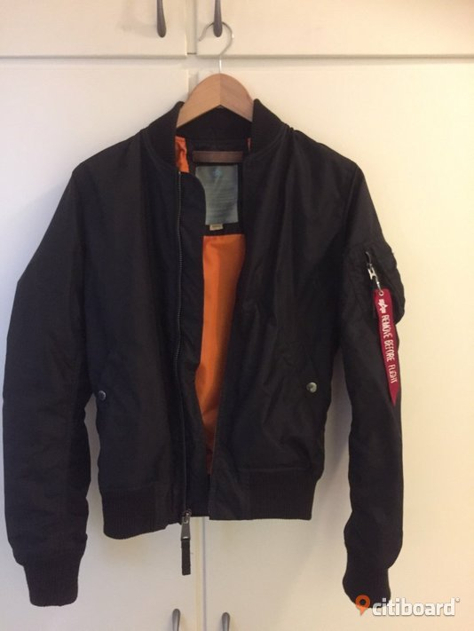 DAM: Svart Alpha industries jacka,  S