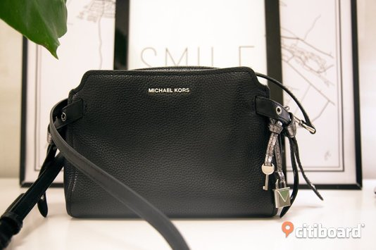 Michael Kors black cross body bag Mode Umeå Sälj