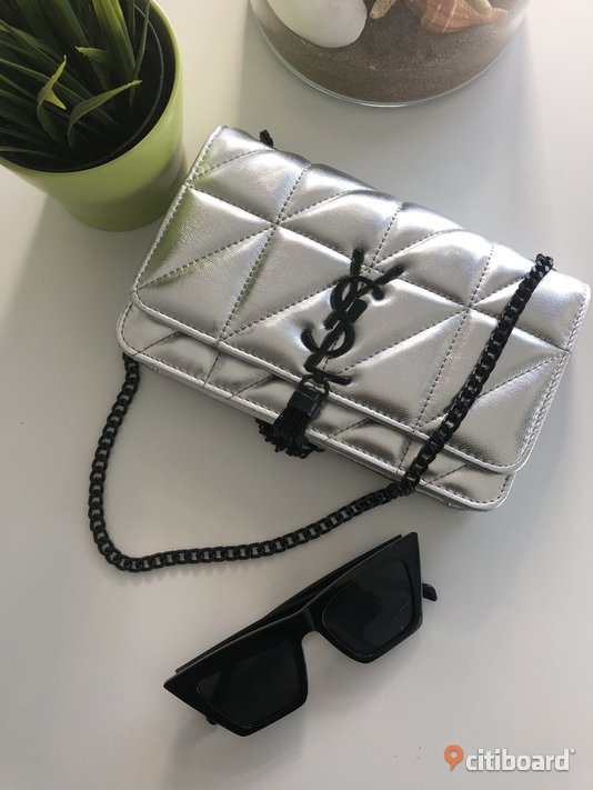YSL Saint Laurent Silver Metallic Clutch Kedja Väska Bag Handbag Flap  Uppsala