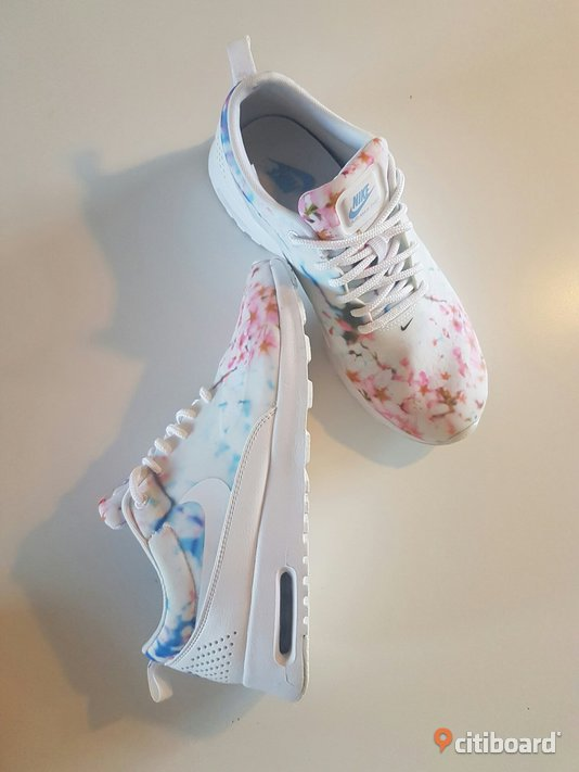 Nike air max thea cherry blossom  38-39 Vardag & sneakers Lund