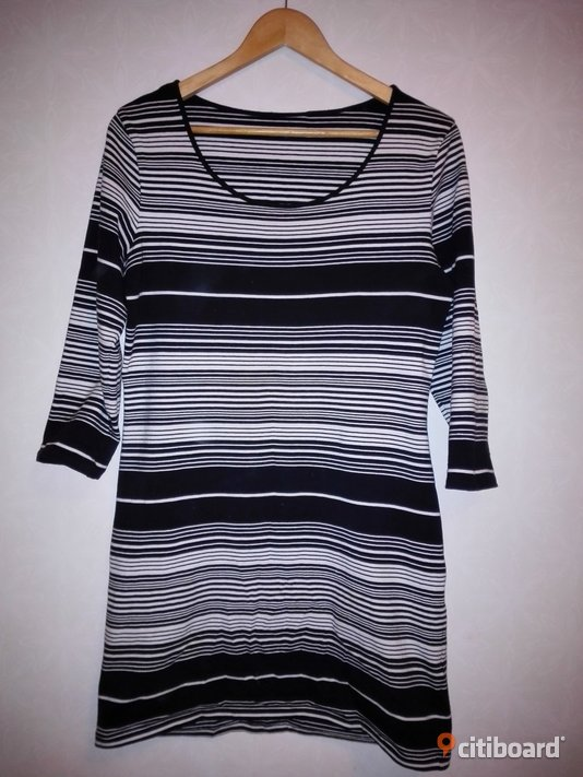 Stripe dress black and white_Size 38-40 Umeå Sälj