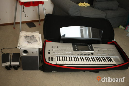 Yamaha Tyros 4 and speakers, accessories