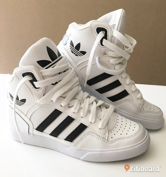 more photos a9083 f0009 Adidas sneakers storlek 36