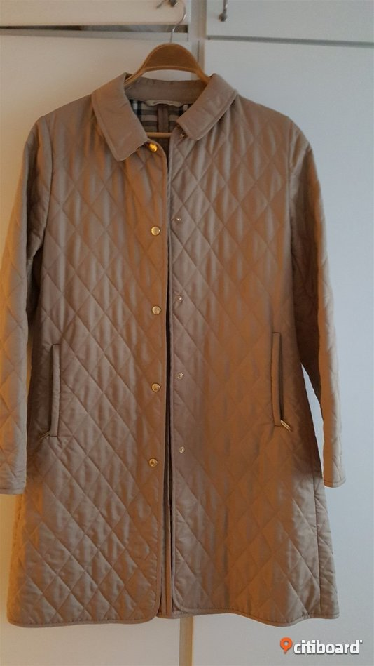 Burberry quiltad kappa storl. 38/40 36-38 (S) Stockholm Stockholm