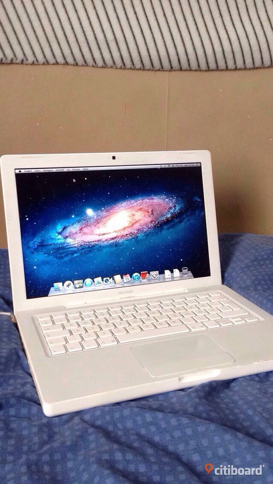 Apple MacBook Vit (Mitten 2009)