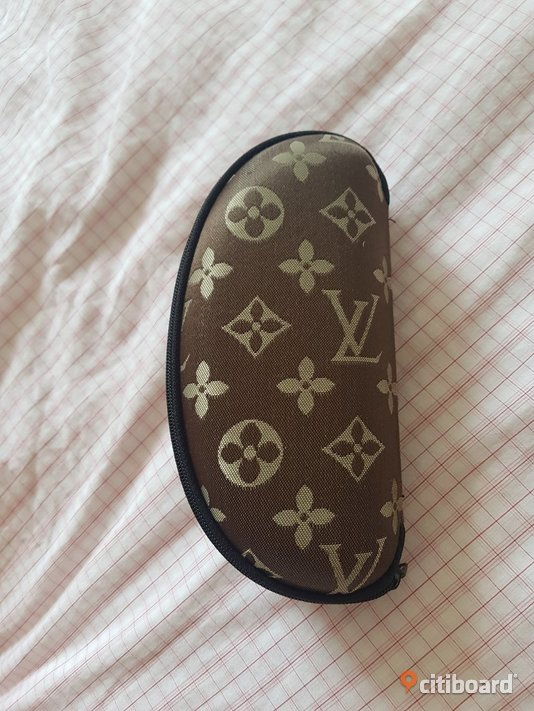 LOUISE VUITTON Höör