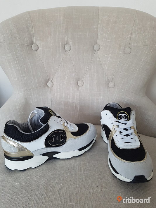 Ombloggade Chanel Sneakers CC Skor Shoes Streetstyle Blogg Fashion Design 38-39 Vardag & sneakers Örebro