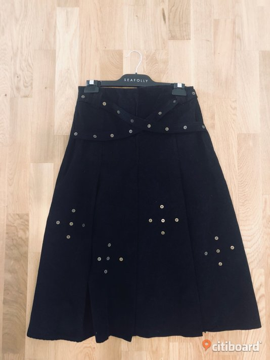 Black velvet skirt, perfect condition. 36-38 (S) Kjolar & Klänningar Järfälla