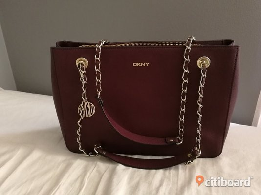 Äkta DKNY purple Saffiano Burgundy Medium Tote bag  Mode Stockholm Stockholm