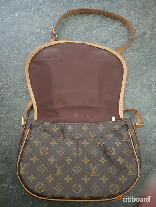 Louis Vuitton crossover väska  Tyresö