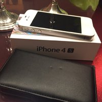 Iphone 4S+ kartong+laddare+fodral 16 GB!