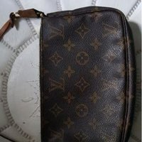 Louis vuitton pochette mini.