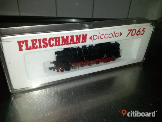 Fleischmann 7065 , Epoch III , Triple headlights at each end. Automatic coupling