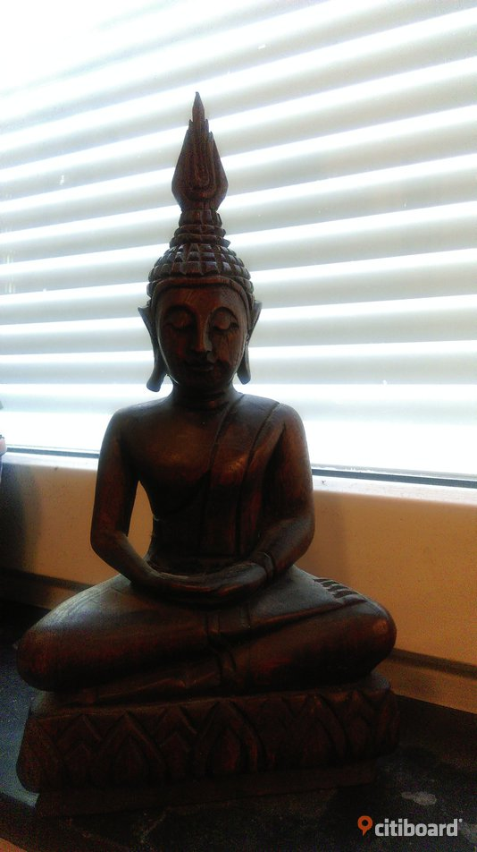Hand carved Wooden Sitting Buddha Statue (Thailand) / Thaibuddha - Stockholm, Stockholm - Hand carved Wooden Sitting Buddha Statue (Thailand) 200kr https://www.overstock.com/Home-Garden/Handcarved-Wood-Sitting-Buddha-Statue-Thailand/556839/product.html - Stockholm, Stockholm