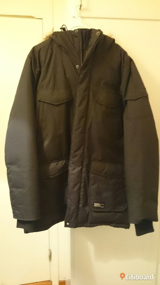 Everest winter jacket - Mens XS - Västerbotten, Umeå - Mens winter jacket in new condition. Unused. The pictures are not great due to the lighting else everything in perfect condition. Perfect for Winter in Umeå :) PM for more details. New pris: 1199kr - Västerbotten, Umeå